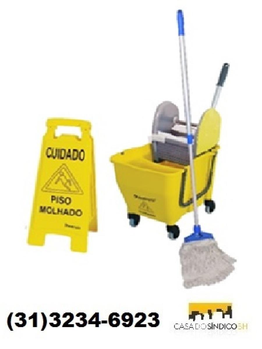 Carrinho funcional para limpeza
