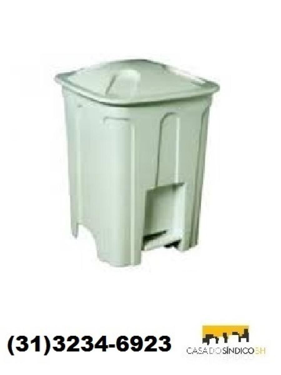 Lixeira plástica com tampa e pedal 15 litros