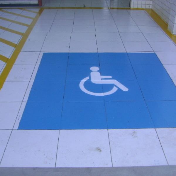 Pintura de vagas para deficiente físico